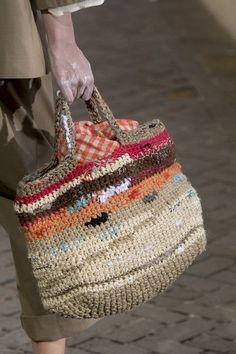 Daniela Gregis Spring 2019 Runway Pictures - sena Çalışkan - - Daniela Gregis Spring 2019 Runway Pictures Daniela Gregis at Milan Fashion Week Spring 2019 – Details Runway Photos - Bag Patterns To Sew, Tote Pattern, Sewing Patterns, Crochet Handbags, Crochet Purses, Crochet Bags, Crochet Shell Stitch, Knit Crochet, Art Bag