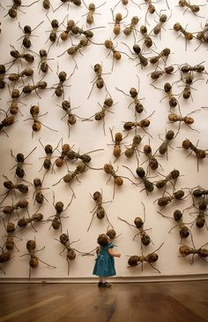 ART: Invasive Ant Art Installations by Rafael Gómezbarros This is equally terrifying as it is oddly amusing. Since sculptor Rafael Gómezbarros has brought his invasive swarm of giant ants to pub Ant Art, Modern Art, Contemporary Art, Art Public, Instalation Art, Insect Art, Art Sculpture, Art Moderne, Art Graphique