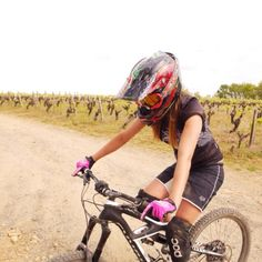 Some training around the vineyards. First World Cup, Mountain Biking Women, Bicycle Maintenance, Up Girl, Cool Bikes, Mtb, Cycling, The Past, Interview