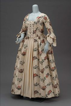 Wedding dress worn by Sarah Tyng Smith | Museum of Fine Arts, Boston - Wedding dress worn by Sarah Tyng Smith  American, made from English fabric 1763  Object Place, United States