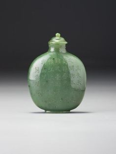 An Imperial-inscribed green nephrite snuff bottle Imperial, attributed to the palace workshops, Beijing, 1736–1799