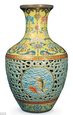 Rare Chinese vase sold for 53 million pounds in the UK