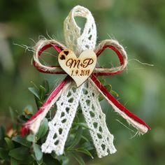 Svatební mašlička se ♥ s vašimi iniciály PŘÍRODNÍ (se špendlíkem)   Zboží  prodejce Svatební mašličky 4ddf30928c
