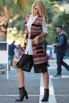 Σήμερα η εβδομάδα μας ξεκινάει με το #WinterFashion και την πρώτη μας συνεργασία με τα Mymoo clothes. Δυο φορές το χρόνο το nou-pou.grαναδεικνύει διάφορα επιλεγμένα brands με την βοήθεια και την στιλιστική ματιά των fashion bloggers. Φέτος είχα την χαρά να είμαι μια από τις 3 κοπέλες που επιλέχθησαν να συμμετάσχουν και η αλήθεια είναι ότι παρά τις πολλές ώρες δουλειάς, το διασκεδάσαμε αρκετά! Sequin Skirt, Winter Fashion, Sequins, Skirts, Style, Winter Fashion Looks, Swag, Sequined Skirt, Skirt