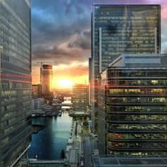 Amazing sunset in London Canary Wharf #beautiful #amazing #sunset #sun #sky #clouds #skyline #london #blue #water #colour #architecture #building #spring #cloudporn #city by jav1d