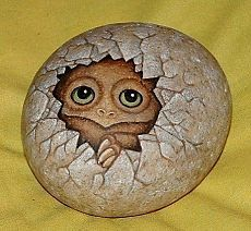 60 Best Stone Art Ideas Perfect For Beginners - artmyideas Turtle Painting, Pebble Painting, Pebble Art, Stone Painting, Stone Crafts, Rock Crafts, Arts And Crafts, Painted Rock Animals, Hand Painted Rocks