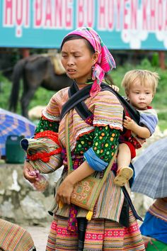 hmong textiles essay Culture clashes immigrants experience essay culture clash essays,  traditional hmong textiles, mountains of se asia quality hmong clothes, bags, jewelry,.