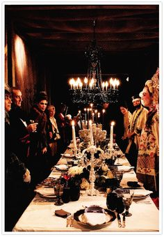 Someday I will have a Halloween dinner party ^*^ Halloween Entertaining, Halloween Dinner, Halloween Themes, Fall Halloween, Happy Halloween, Halloween Decorations, Halloween Costumes, Mascot Costumes, Halloween Candelabra