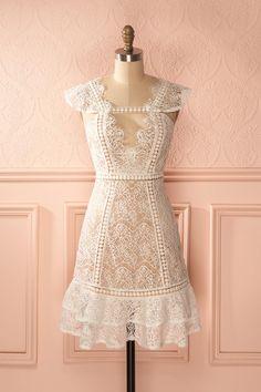 Robe dentelle crème cache-coeur dos ouvert - Open-back ivory lace wrap dress