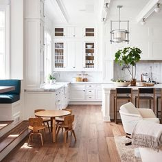 3 Things You Should Know About Home Renovation (Daily Dream Decor) - Give your home a ceiling to floor renovation this season with some of our expert tips from home ren - Eat In Kitchen, Kitchen Living, Kitchen Decor, Kitchen Ideas, Basement Kitchen, Kitchen White, Kitchen Designs, Kitchen Furniture, Kitchen With Breakfast Nook