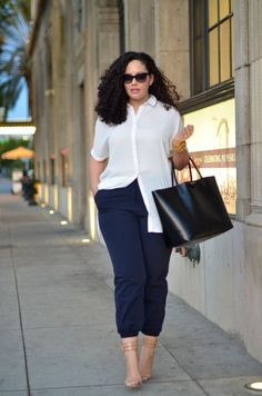 Made What Plus Size Clothing Popular And Affordable? Plus size women are now more empowered than earlier. Work Fashion, Curvy Fashion, Fashion Outfits, Womens Fashion, Fashion Trends, 50 Fashion, Fashion 2018, Petite Fashion, Cheap Fashion