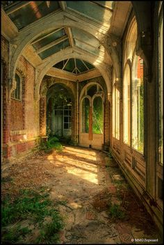 I love pictures of abandoned buildings in nature Abandoned Buildings, Abandoned Castles, Abandoned Mansions, Old Buildings, Abandoned Places In The Uk, Abandoned Library, Beautiful Buildings, Beautiful Places, Beautiful Beautiful