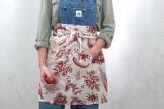 Ľan ako všestranný a praktický materiál Apron, Boho, Floral, Skirts, Fashion, Moda, Fashion Styles, Flowers, Skirt