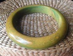 Bakelite Bangle Fabulous End of Day Bracelet Perfect for spring  #bakelitejewelry #bakelitebangle #bakelite #vintagejewelry