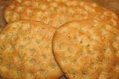 Υλικά 1 κιλό αλεύρι γιο όλες τις χρήσεις 2 φακελάκια ξερή μαγιά,η,ένα κυβάκι 1 και1\2 κουτ.γλυκού αλάτι 1 κουτ.γλυκού ζάχαρη 4 κουτ....
