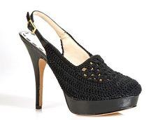Tendencia: crochet en los zapatos tacon negro