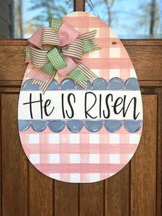 He is Risen Sign/ He is Risen Wreath/ Easter Door Hanger/ Spring Projects, Spring Crafts, Holiday Crafts, Diy Projects, Bunny Crafts, Easter Crafts, Easter Ideas, Easter Decor, Wooden Door Hangers