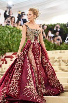 Blake Lively Met Gala 2018 in Versace Mode Blake Lively, Blake Lively Style, Blake Lively Fashion, Blake Lively Dress, Gala Dresses, Red Carpet Dresses, Gala Gowns, Elegant Dresses, Pretty Dresses
