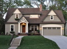 Craftsman style exterior window trim exterior window trim ideas exterior traditional with entry driveway home design trends 2018 houzz Café Exterior, Craftsman Style Exterior, Exterior Paint Schemes, Design Exterior, Exterior Paint Colors For House, Paint Colors For Home, Exterior Colors, Paint Colours, Outside House Paint Colors
