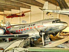 Douglas DC-3 on yksi maailman kuuluisimmista ja eniten valmistetuista lentokoneista. Se tuli tunnetuksi toisessa maailmansodassa liittoutuneiden tärkeimpänä kuljetuskoneena. Sodan jälkeen tuhansia kuljetuskoneita muutettiin matkustajakoneiksi, ja siitä tuli sodanjälkeisen lentoliikenteen tärkeimpiä koneita. Suomessa DC-3 –koneita oli käytössä sekä Aerolla (nykyisellä Finnairilla) että sen kilpailijalla, Kar-Airilla (Karhumäki Airways).