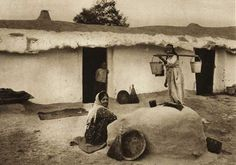 Mangalia,-colibe-turcesti - case traditionale romanesti Cottage Exterior, Romania, Old Photos, Renaissance, Places To Visit, Museum, Pictures, Painting, Vintage