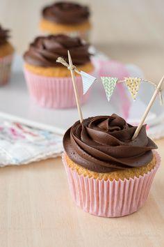 Cupcakes de chocolate y crema pastelera