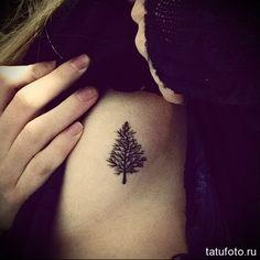 елочка - женская татуировка на боку