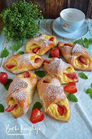 Barbi konyhája: Vaníliás, epres papucsok 🍓 French Toast, Deserts, Barbie, Breakfast, Food, Cakes, Flaky Pastry, Morning Coffee, Cake Makers
