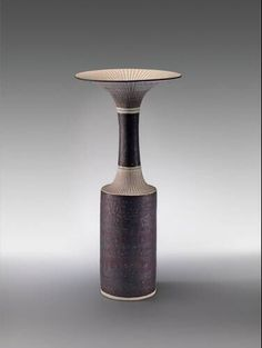 Lucie Rie - vaas Porcelain Clay, Ceramic Vase, Ceramic Pottery, Pottery Marks, Play Clay, Shape And Form, Ceramic Artists, Tea Set, Candlesticks