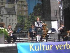 Dudelsackspielerin Dagmar Pesta  - Dudelsackspielerin spielt traditionelle schottische Musik