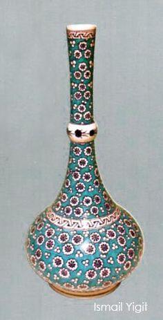 Ismail Yigit made (Erdinç Bakla archive) ☪ ༺JS༻ Turkish Tiles, Turkish Art, Ceramic Painting, Tile Art, Paint Designs, Islamic Art, Art And Architecture, Pottery Art, Wood Art