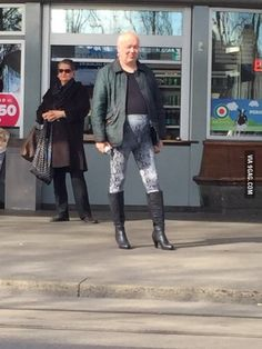 Les plus out: Ils n'ont pas peur du ridicule - Société - lematin. Funny Walmart Pictures, Funny Pictures For Kids, Walmart Funny, Cute Funny Babies, Cute Guys, Weird People At Walmart, Men In Heels, Perfect Posture, Say Something Nice