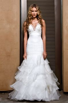 Funky Spaghetti Straps Beads Working Empire V-Neck Multilayer Organza Satin Wedding Dress for Brides