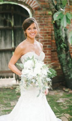 LOVE this white wedding bouquet! See more from this Southern blush wedding in Memphis at @cedarhall, with bridal gown by @lowsbridal! Image by Lindsey Lissau Photography | The Pink Bride www.thepinkbride.com