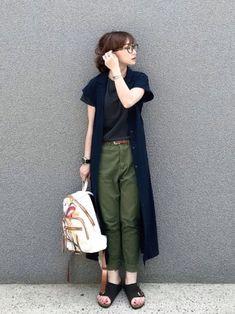 メンズライクな印象のあるコンフォートサンダル。シックな色や素材を選ぶことで、キレイめコーデにもしっくりなじんでくれるのが魅力です。 夏には重く感じるブラックでも、トップスやカーデの色と合わせればスッキリ着こなせます。 White Fashion, Love Fashion, Korean Fashion, Girl Fashion, Womens Fashion, Japan Fashion Casual, Simple Outfits, Summer Outfits, Casual Outfits