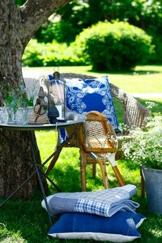 blue and white picnic Outdoor Rooms, Outdoor Fun, Outdoor Gardens, Outdoor Living, Outdoor Decor, Summer Colors, Summer Fun, Summer Time, Summer Blues