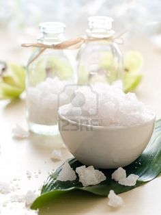 only absorbs excess moisture Feng Shui At Work, Feng Shui Tips, Feng Shui Nursery, Feng Shui Energy, Fresh Strawberry Pie, Eating Carrots, No More Tears, Summer Desserts, Clean Beauty