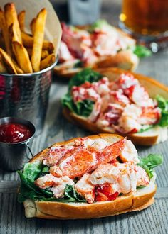 Enjoy a taste of New England at home with this Maine lobster roll recipe! With just a few easy steps youll be minutes away from eating the best lobster roll youve ever had just like the classic sandwich served at the shore! Perfect for summer entertai Lobster Roll Recipes, Best Lobster Roll, Fish Recipes, Seafood Recipes, Cooking Recipes, Healthy Recipes, Lobster Rolls, Cooking Steak, Cooking Bacon