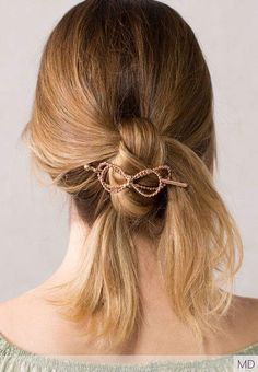 Did you know tying your hair in a knot and finishing it off with a bow, could look this good?! With Lilla Rose flexi clips, it can!