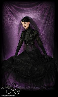 Goth Fashion - Lace skirt from Drac in a Box; Corset from Corset Story.