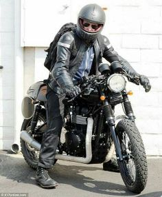 7bbf419ebf88 Bradley Cooper s Motorcycle Collection Loooove the Ruby Helmet!  http   www.way2speed. Triumph MotorcyclesTriumph ...