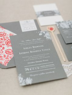 Floral Gray and White Foil #Wedding Invitations via Oh So Beautiful Paper: http://ohsobeautifulpaper.com/2014/06/ashley-anthonys-gray-and-white-foil-wedding-invitations/ | Invitation: Paper Moss Photo: Ruth Eileen Photography
