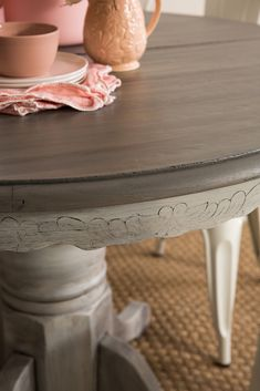 Using Fusions Stain and Finishing Oil this paint technique is quick and simple. Follow the step by step tutorial. Chalk Paint Dining Table, Chalk Paint Kitchen, Painted Kitchen Tables, Diy Dining Room Table, Dining Table Makeover, Chalk Paint Furniture, Furniture Refinishing, Refinished Furniture, Driftwood Dining Table