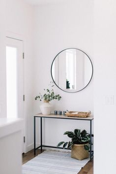 front entry styling love this interior design! It's a great idea for home decor. Home design. Decoration Hall, Decoration Entree, Entryway Decor, Modern Entryway, Entryway Lighting, Hall Way Decor, Front Entry Decor, Hallway Table Decor, Small Entrance