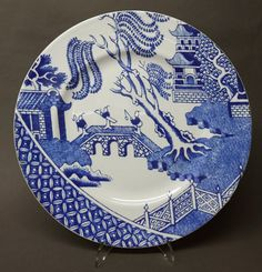 Secret Lives of Objects: Willow Pattern Take Two Blue Willow China, Blue And White China, Blue China, Love Blue, Chinoiserie, Blue Dishes, White Dishes, Willow Pattern, Blue Plates