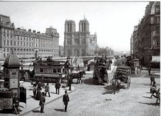 A cathedral that defined a city: 20 rare photographs of Notre Dame from the century. Paris Vintage, Old Paris, Paris Paris, Paris Saint, Belle Epoque, Old Pictures, Old Photos, Le Marais Paris, Image Paris