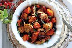 Make our roasted root vegetables with thyme your own by adjusting the amount of each vegetable to your liking. You'll need 12 cups prepared raw vegetables for six people. Serve for your Thanksgiving feast! Photo by Yvonne Duivenvoorden. Side Recipes, Vegetable Recipes, Vegetarian Recipes, Cooking Recipes, Healthy Recipes, Supper Recipes, Bean Recipes, Veggie Food, Family Recipes
