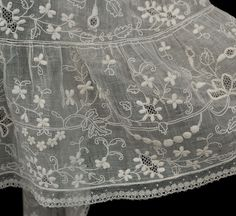 Dresden embroidered mull pelerine, 1830s-50s Dresden Embroidery, also known as Point de Saxe, was a form of whitework popular in the 18th and early 19th centuries.