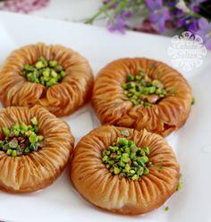 Bayramlik Birds Eye Baklava - Sultan Cahide Sultan س Cah ist ein Mitglied des Göz . Easy Cake Recipes, Sweet Recipes, Best Cookies Ever, Cookie Table, Homemade Skin Care, Arabic Food, Turkish Recipes, Bon Appetit, Food And Drink