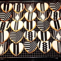 African kente cloth inspired iced vanilla bean biscuits as wedding favours… African Cake, African Theme, African Style, Wedding Favours, Wedding Cakes, Traditional Wedding Cake, Champagne Party, Kente Cloth, 50 And Fabulous